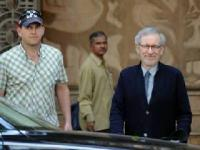 News video: Steven Spielberg visits Mumbai, mesmerises Bollywood stars